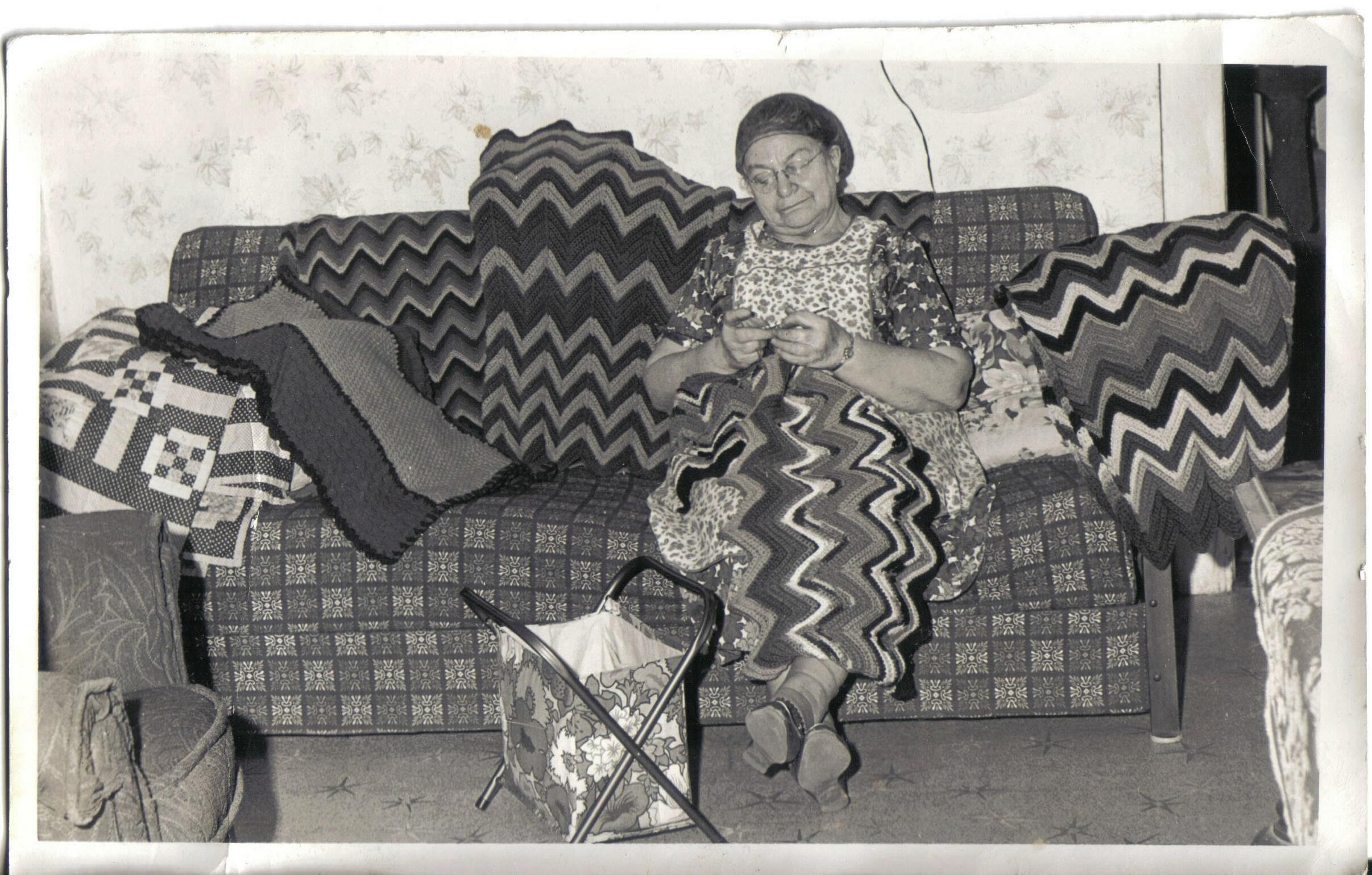 Watch Liza Lorena (b. 1948) video