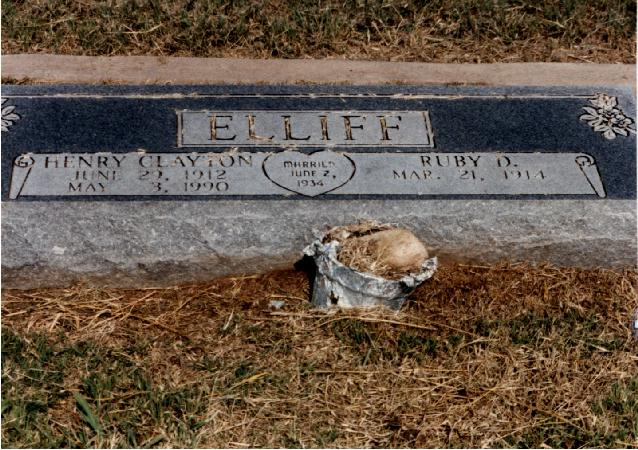 Tombstone of Henry Clayton and Ruby D. Elliff