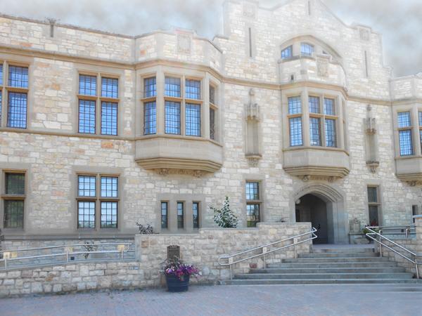 Honouring our heroes - Remember Us - University of Saskatchewan Great War Commemoration Committee Memorial Peter McKinnon Building National Historic Site College Building