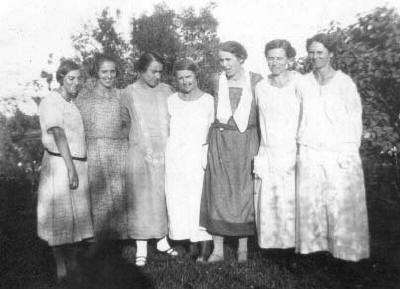 marchand_sisters1926.jpg (20980 bytes)