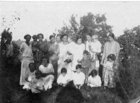 marchand_sisters_children1926.jpg (25224 bytes)